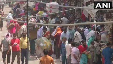 दिल्ली: सदर बाजार और आनंद विहार ISBT इलाके में उमड़ी लोगों की भारी भीड़, कोरोना नियमों का हुआ उल्लंघन