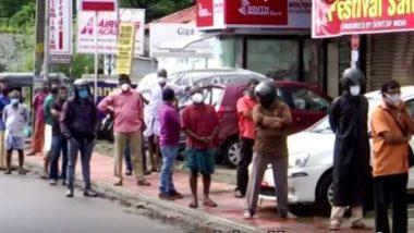 केरल में खुली शराब की दुकानें, लोगों की उमड़ी भारी भीड़ (Watch Video)