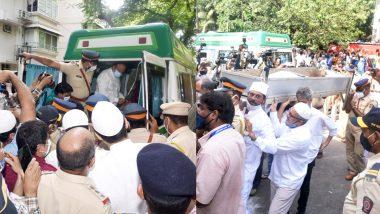 राजकीय सम्मान से होगा Dilip Kumar का अंतिम संस्कार, घर से निकला जनाजा