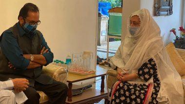Dilip Kumar के निधन के बाद सायरा बानो से मुलाकात करने पहुंचे बीजेपी नेता मुख्तार अब्बास नकवी