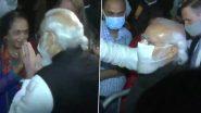 पीएम Narendra Modi ने न्यूयॉर्क में एक होटल के बाहर लोगों से मुलाकात की
